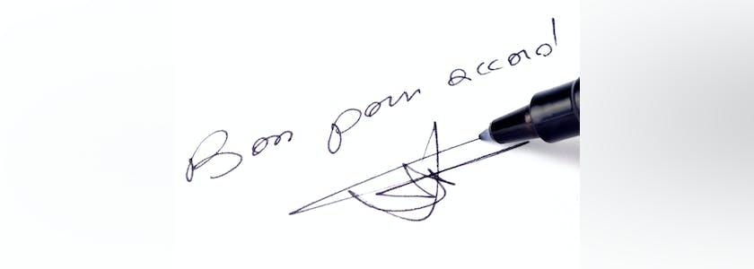 Photographie d'un stylo signant sous le texte Bon pour accord