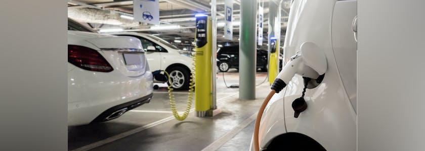 Parking avec bornes de chargement de véhicules électriques
